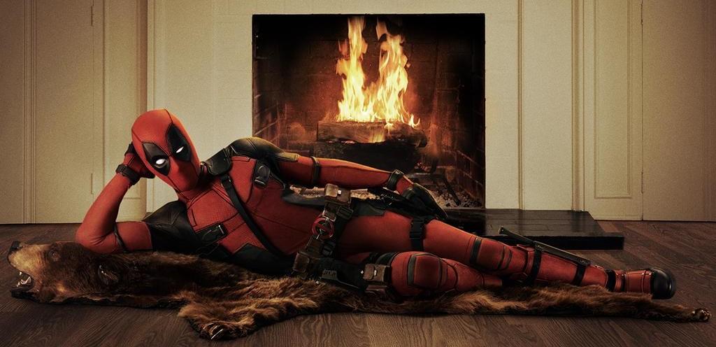 Ryan Reynolds reveals Deadpool costume